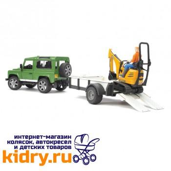 Внедорожник Land Rover Defender c прицепом-платформой, гусеничным мини экскаватором 8010 CTS и рабоч
